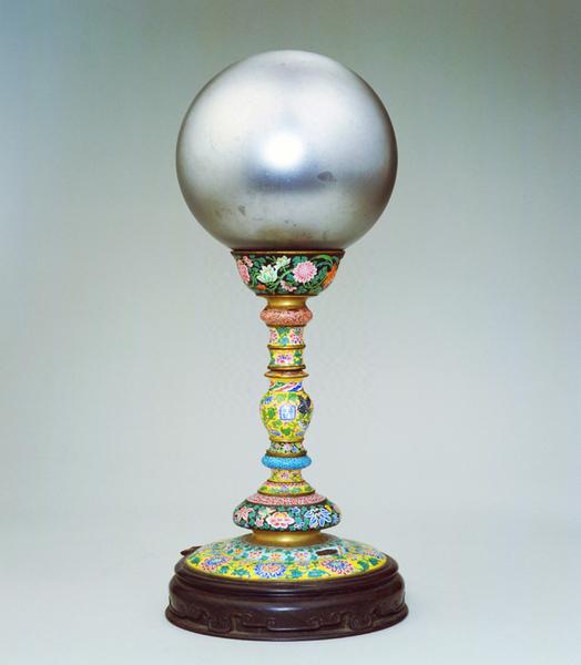 雍正‧銅胎畫琺瑯玻璃天球冠架