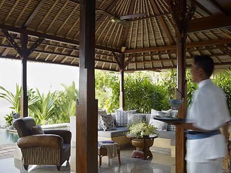 royal villa livingroom with butler.jpg