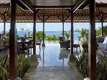 royal villa livingroom.jpg