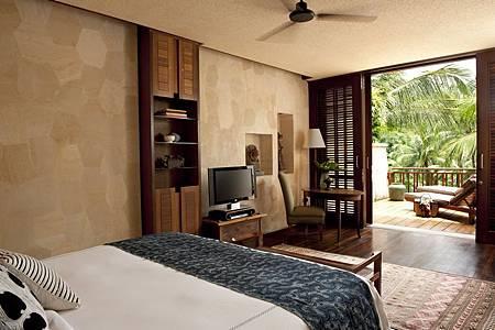 Suite Bedroom 1.jpg