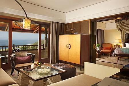 Suite livingroom.JPG