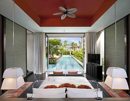 E WOW Three Bedroom Pool Villa_Master Bedroom.jpg