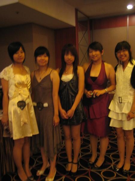 五位女孩的倩影   我們真的有變女人   嗎?