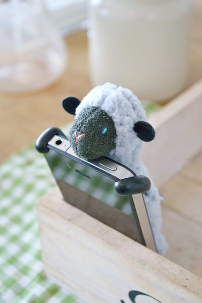 SHEEPY_LightGray_Front_with_iPhone