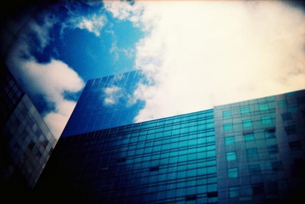等公車拍對面園區大樓.JPG