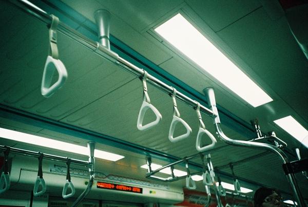 捷運上.....