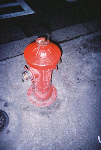 噗.....消防栓也拍