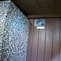 木頭門上的老門牌