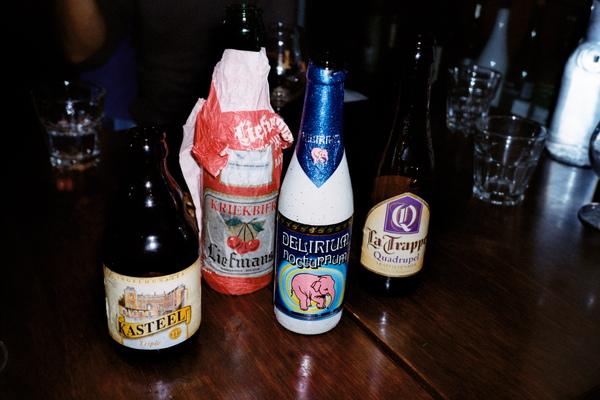 老闆帶我們去喝酒...這幾支比利時啤酒都很特別,也不錯喝!