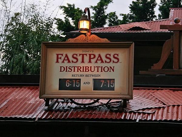 WPTV-Disney-Fastpass_1398683728842_4262708_ver1.0_640_480