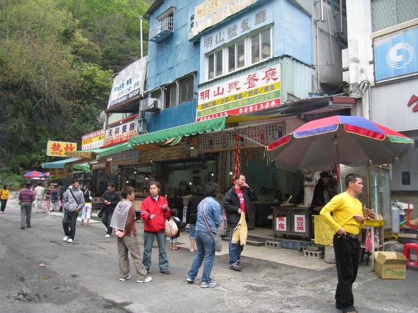 天祥遊客中心對面有賣吃的.JPG