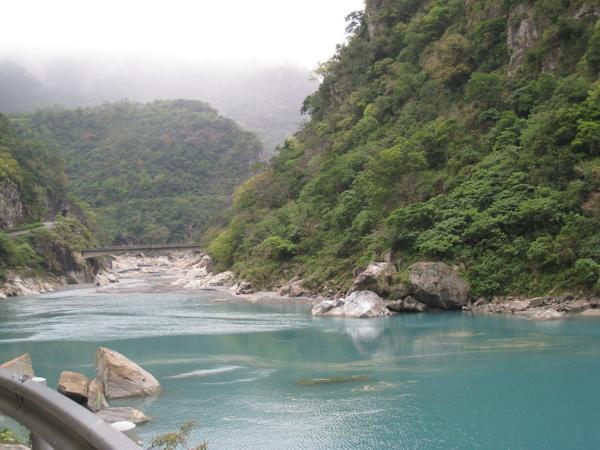 溪畔壩1.JPG
