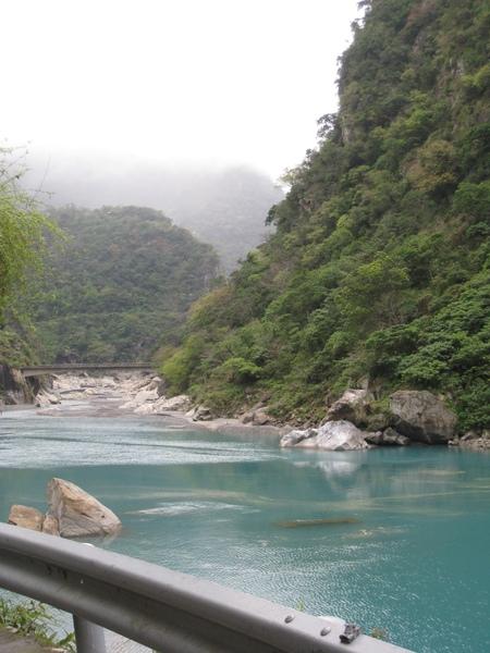 溪畔壩2.JPG