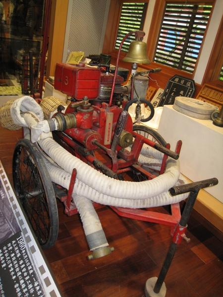 手拉式引擎噴水車.JPG