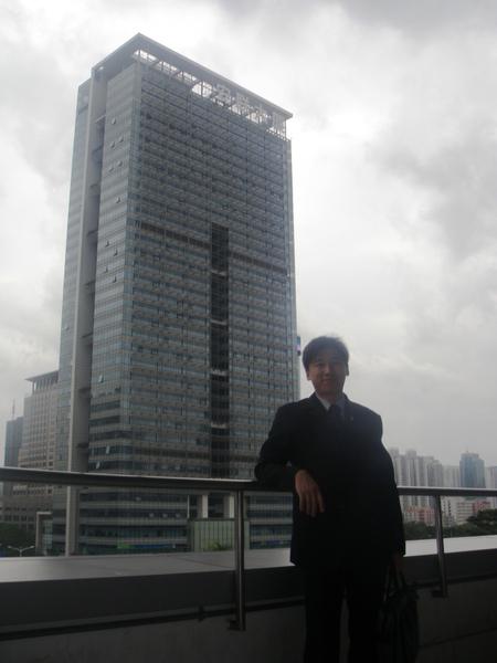 陳總背後的就是安聯大樓