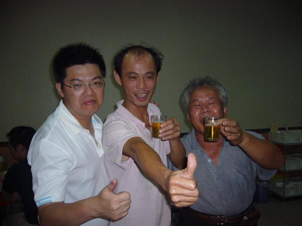 吉安鄉聞名的桶仔雞老闆跟師父