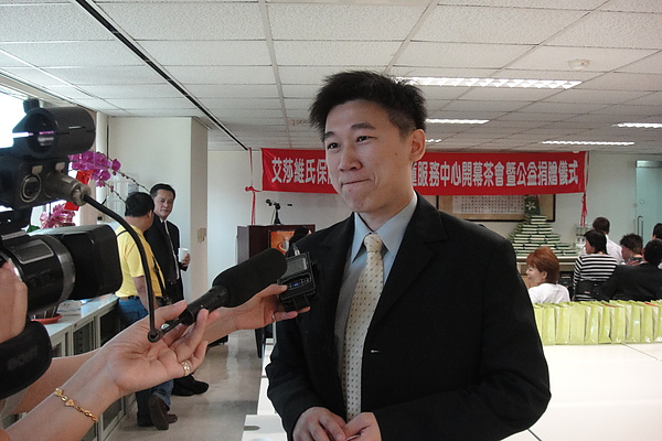 陳總接受媒體採訪