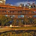 會館週邊夜色-綠能圖書館.JPG