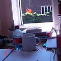 零亂的書桌...以後應該不會再有這種情景了吧 ;)