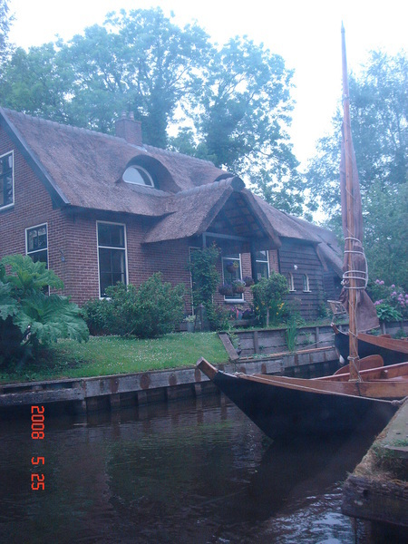 the Dog House in Giethoorn