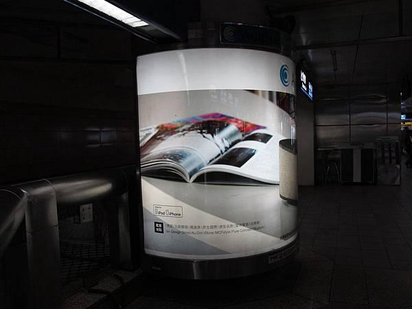 台北車站捷運燈箱廣告完工照%20(4)[1].JPG