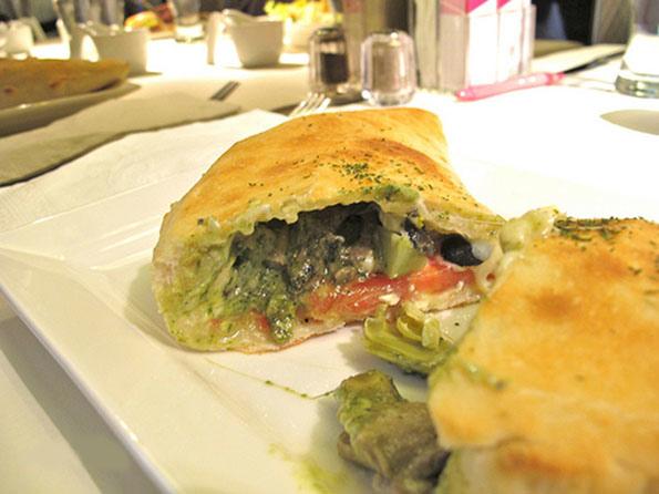 13_舒果新米蘭蔬食_卡洛佐尼枕頭披薩2.jpg