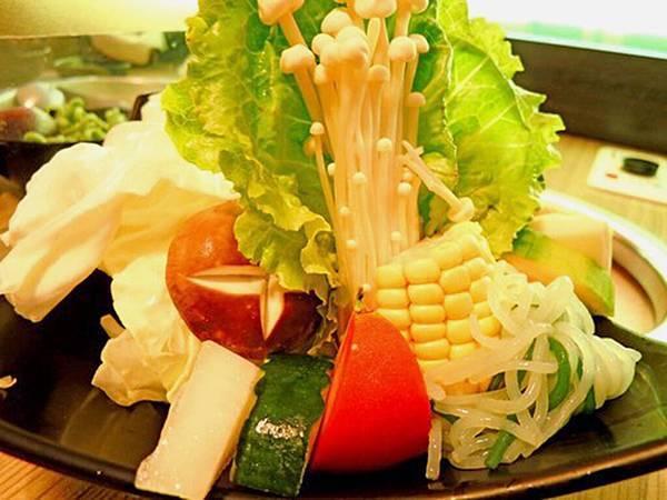 9_檸檬香草火鍋專賣店_蔬菜盤.jpg