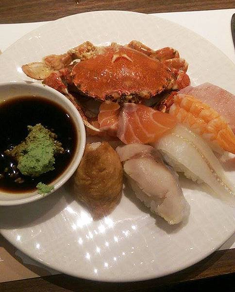 20_漢來海港餐廳_鯖魚  蝦  握壽司  鮭魚生魚片豆皮壽司.jpg