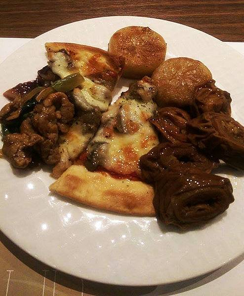 25_漢來海港餐廳_豬肉餡餅、田園披薩、滷大腸、現炒黑胡椒豬肉.jpg