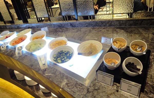 6_高雄麗尊酒店Cercle Buffet & Restaurant 艾可柏菲_沙拉區.jpg