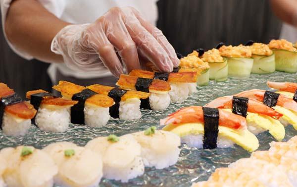 12_高雄麗尊酒店Cercle Buffet & Restaurant 艾可柏菲_日式料理區_握壽司、生魚片、各式海鮮.jpg