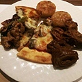 20_漢來海港餐廳_豬肉餡餅、田園披薩、滷大腸、現炒黑胡椒豬肉.jpg