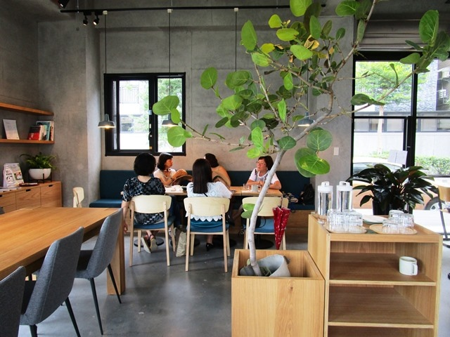 2018-6-8walk in cafe 022.JPG