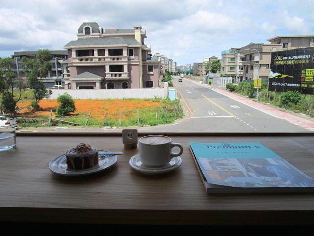 2018-6-8walk in cafe 056.JPG