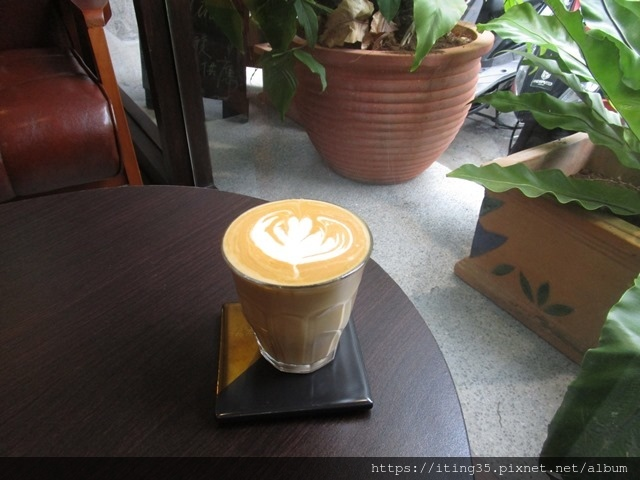 2018-10-9modism cafe 002.JPG