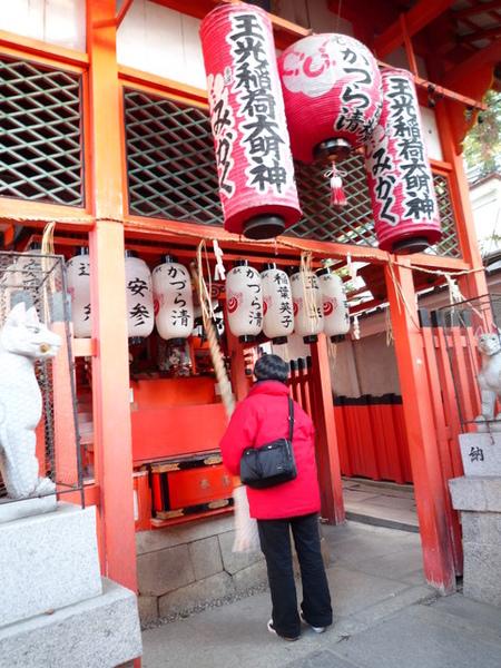 我在日本的造型很融入神社