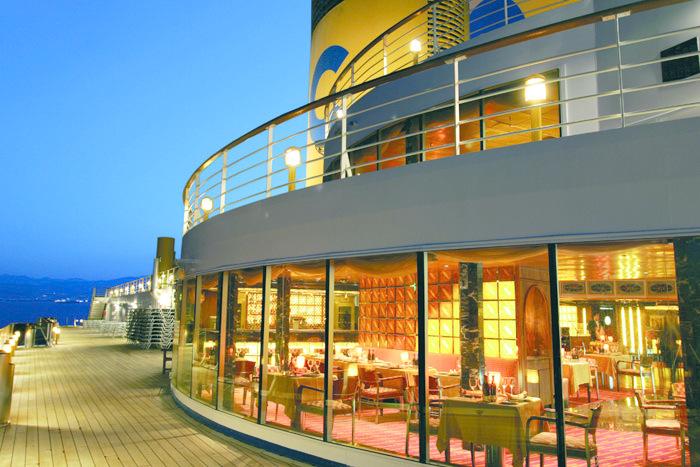 Costa Atlantica_club