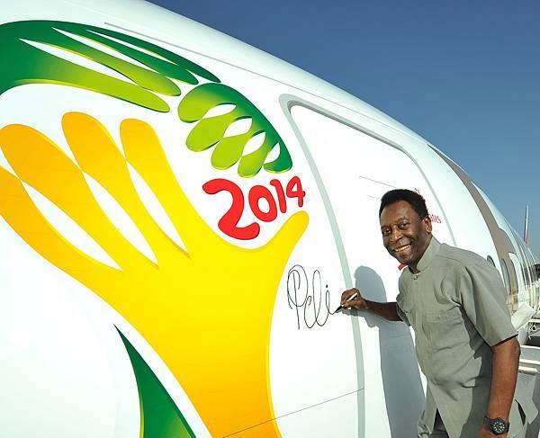 阿聯酋航空的「球王比利」彩繪機