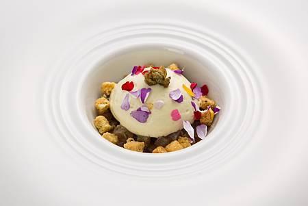 生鮪魚佐醃漬鯷魚.酸豆酥餅.橄欖油慕斯2.jpg