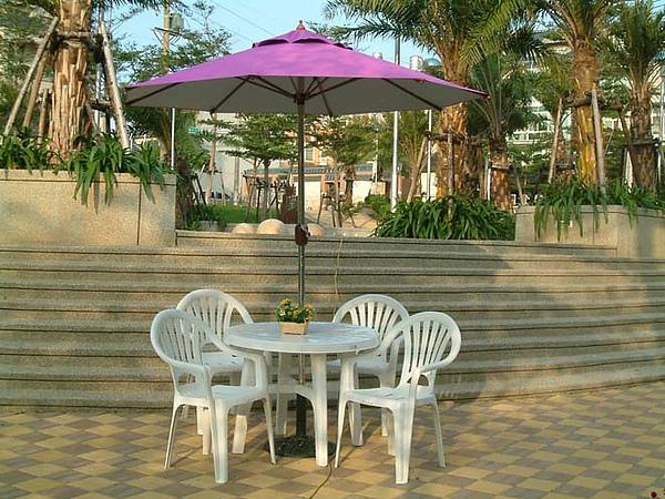 紫傘圓塑膠桌椅組1.jpg
