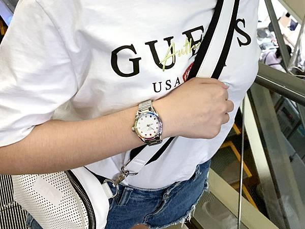 Vogue Studio晶彩系列鑽錶美式休閒風格穿搭示範03.jpg