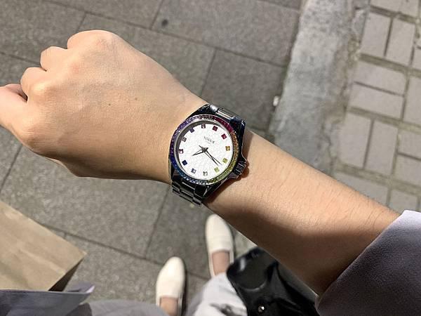 Vogue Studio晶彩系列鑽錶夜間時戴一樣閃亮.JPG