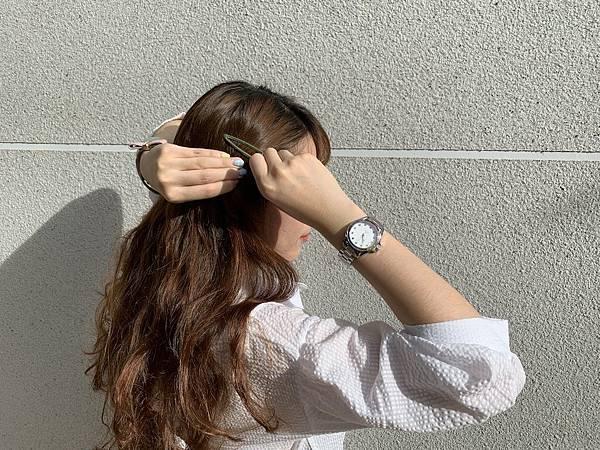 Vogue Studio晶彩系列鑽錶黑白簡約穿搭04.JPG