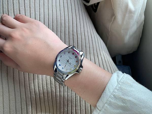 Vogue Studio晶彩系列鑽錶穿搭實戴.JPG