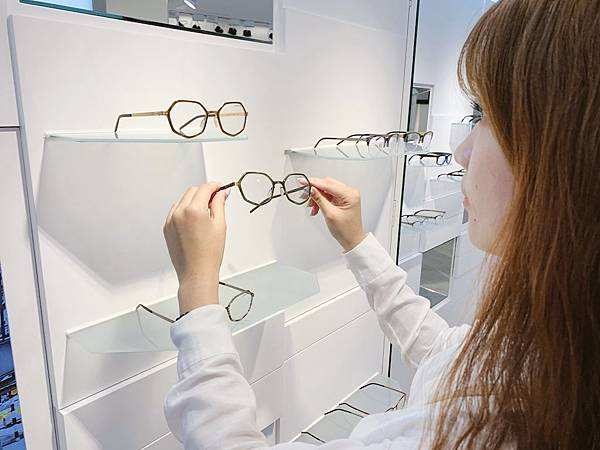 Project Plus2019極具特色的七邊型修飾眼鏡.JPG