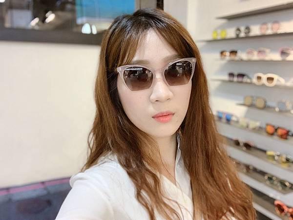 Project Plus 日常生活也可以輕鬆搭配的貓眼墨鏡.JPG