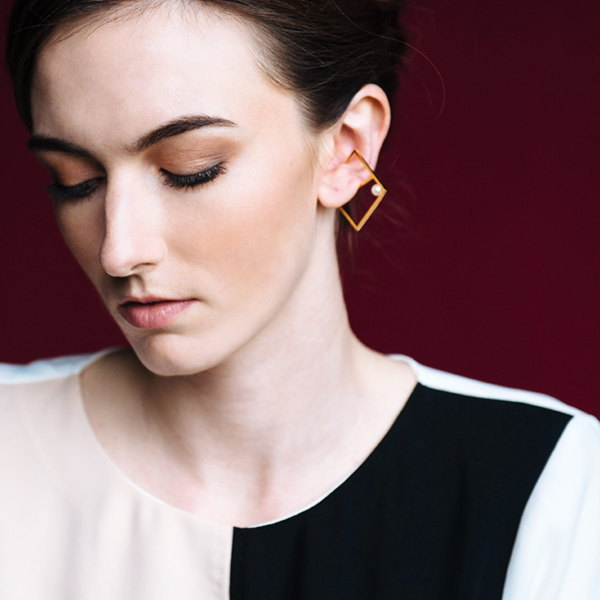 Chiara-earrings-gold-modle.png