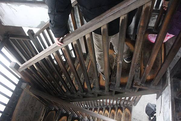 塔中央的階梯