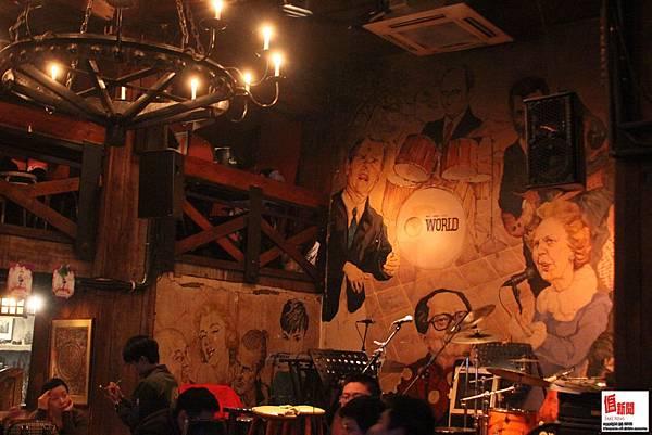 旅行者酒吧-舞台