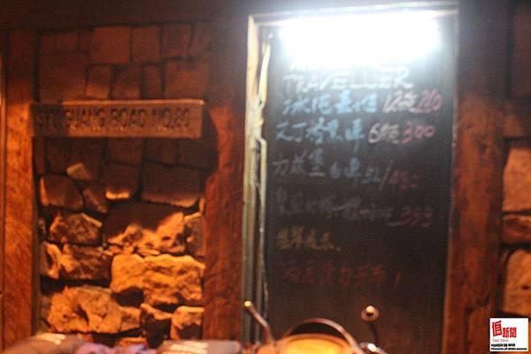 旅行者酒吧-門外價目表